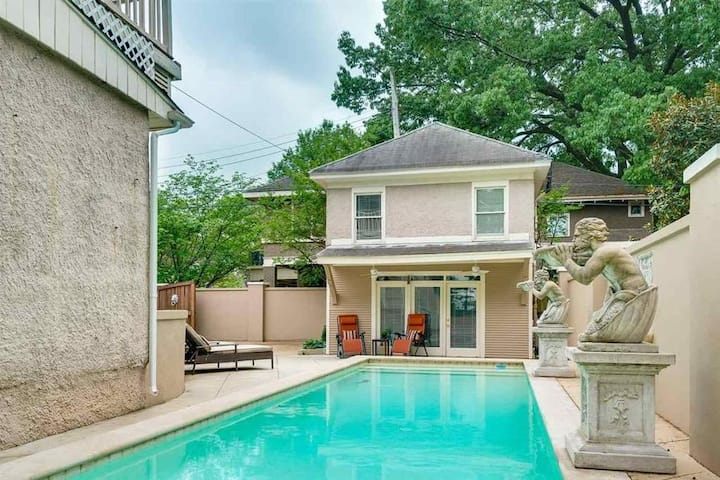 Midtown Pool House - King Bed - Free Gated Parking