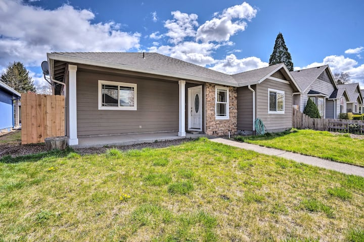 Grants Pass Home: 1 Mi to Downtown & Rogue River!