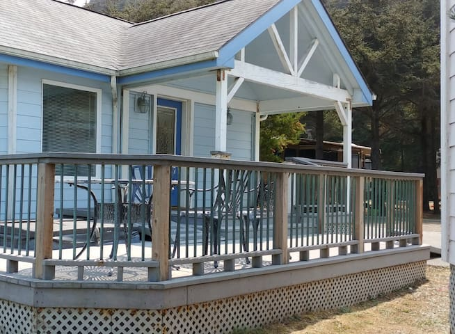 Premium Creek View in Gold Beach OR (Cottage 37)