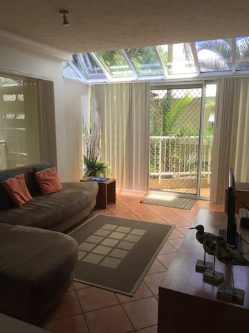 Lovely 1 bedroom apartment with heated pool - Mermaid Beach - Apartment