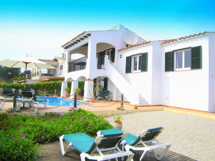 Charmante villa avec vue spectaculaire sur la mer