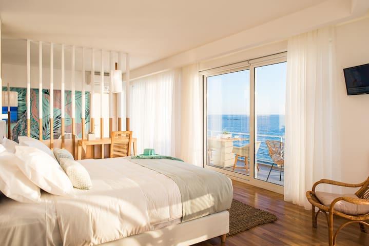 Iris Seafront Suite