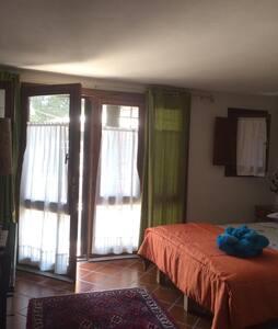B&B Casa Ampio camera con ingresso indipendente