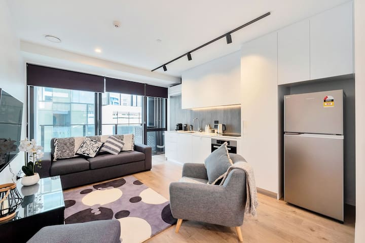 Modern City Apartment close to Viaduct Harbour!