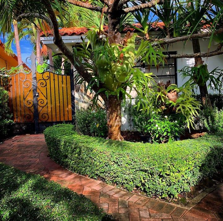 Tropical Garden Estudio Apartment in Miami, FL.