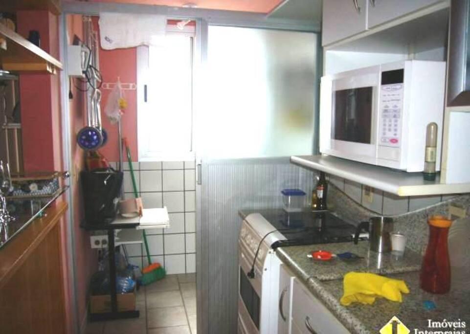 Cozinha , área de serviços.