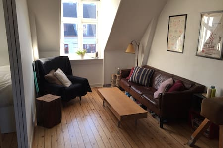 Cozy openplan home with woodburner - 코펜하겐(Copenhagen) - 아파트