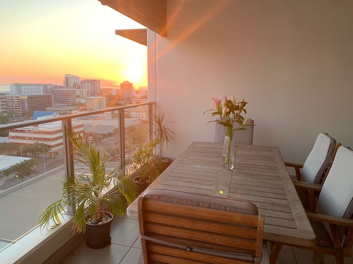 "Luxury CBD Penthouse Location - ""Nia's Place"""