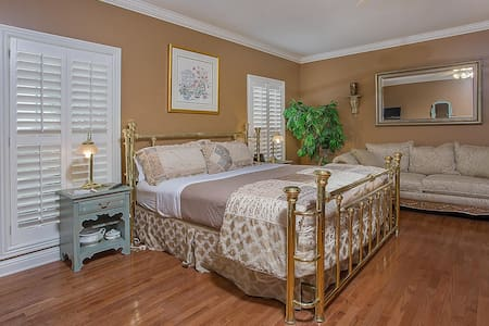Your home away from home! Southern Hospitality! - Bed & Breakfast