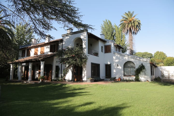 Casa inmensa con jardín espectacular en Olivos