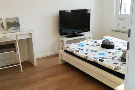 CENTRAL, quiet and nice room of 12qm in ALTSTADT - Bonn - Wohnung