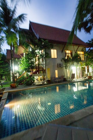 Lovely 4 bed villa 100m to beach. Sleeps 12. (V2) - Choeng Thale