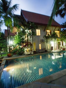 Lovely 4 bed villa 100m to beach. Sleeps 12. (V2) - Choeng Thale - Vila