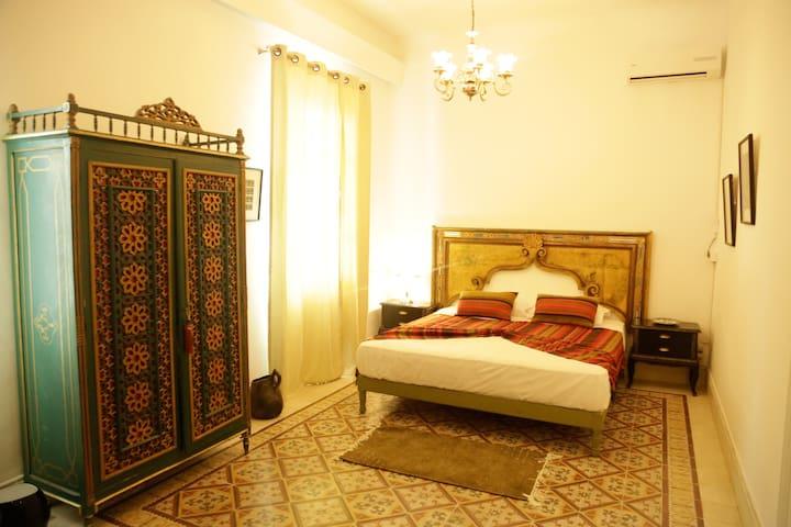 Maison d'hôtes au centre de Tunis / SUITE NANA/LPD