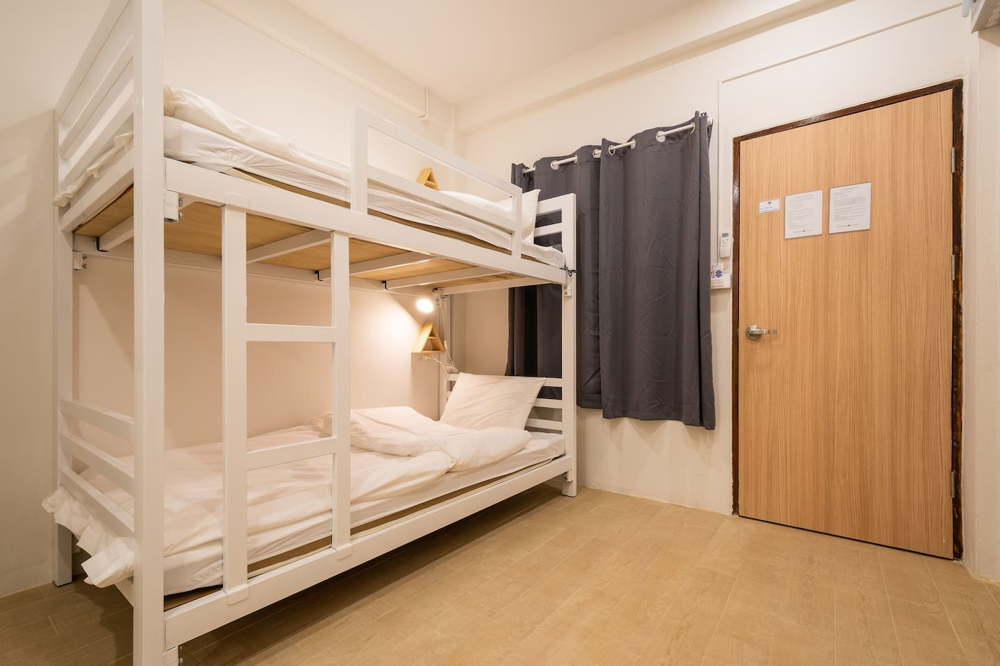 BED ROOM - Bunk bed with single bed - Lamp