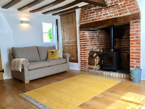 Character Cottage in the heart of Framlingham