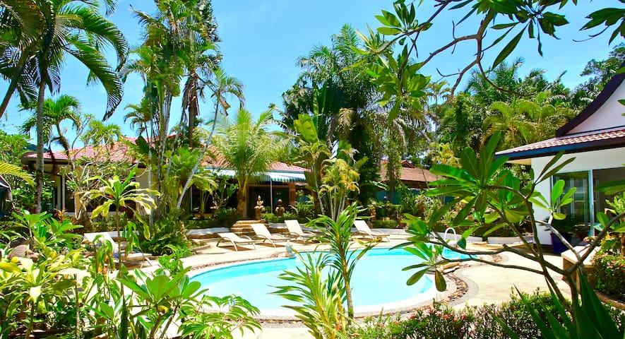 Sunshine Villa and Diving School