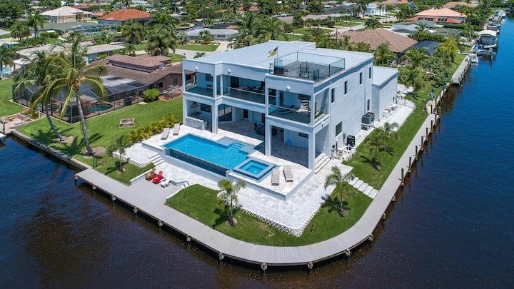Brand New Luxury Villa Cosmopolitan w/ pool+spa