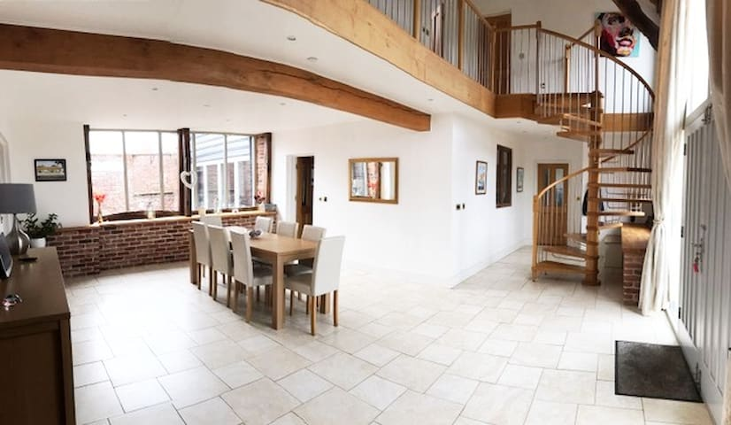Stunning barn conversion in central Norfolk - Beetley - House