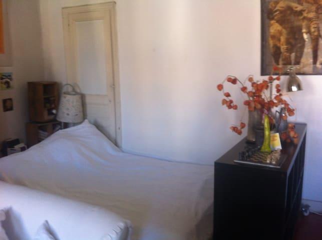 Salon avec chambre