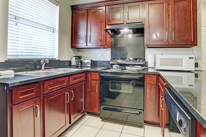 2 bedrooms, modern,kitchen,77036,lots parking