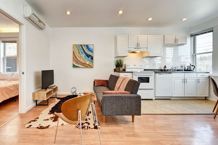 Fully Remodeled Sq Hill Apartment