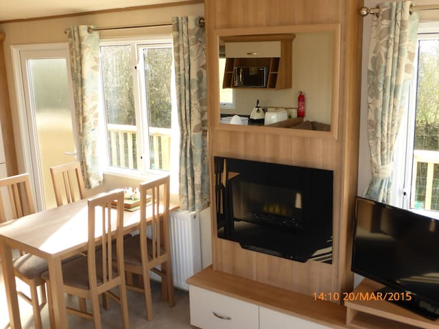 Bumble Grove, Lodge, South Devon. - East Allington