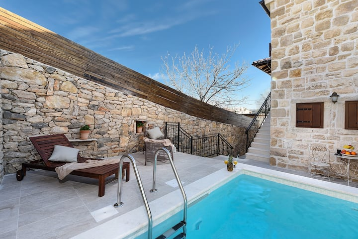 Charming stone villa for 8 people
