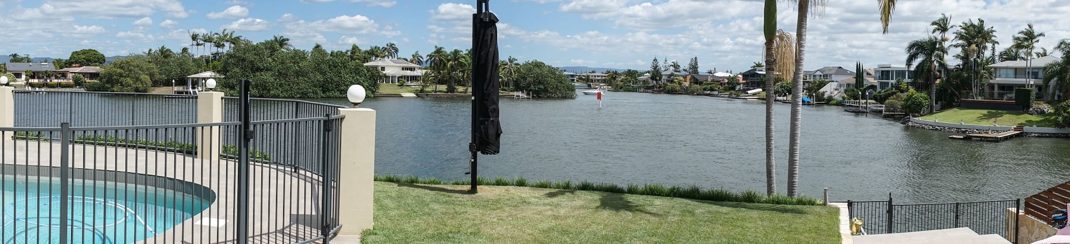 Riverfront luxury home avail. Commonwealth Games - Bundall - Casa