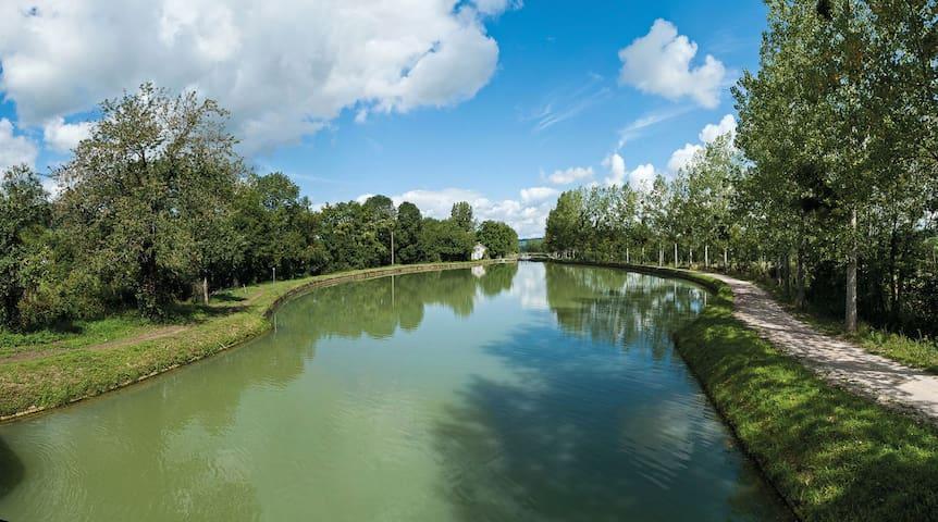 Bateau-studio flottant weekend amoureux insolite - Longvic - Barco