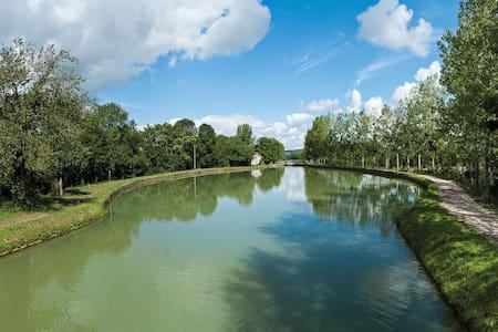 Bateau-studio flottant weekend amoureux insolite - Longvic - ボート