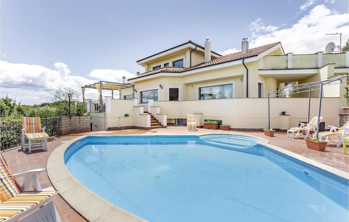 Awesome home in Bracciano RM with WiFi and 5 Bedrooms