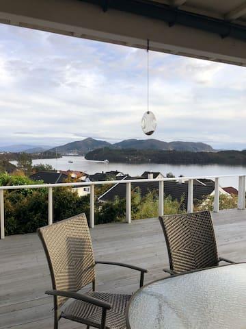 Alversund hjem med utsikt