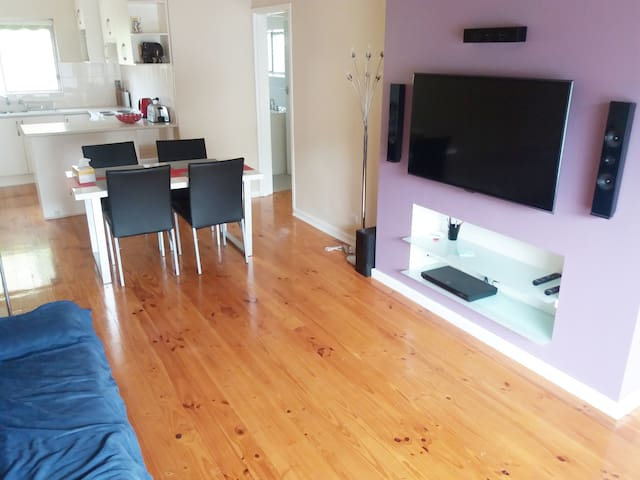 Sleepy Cat-Kensington Gardens, 2br, quiet & leafy