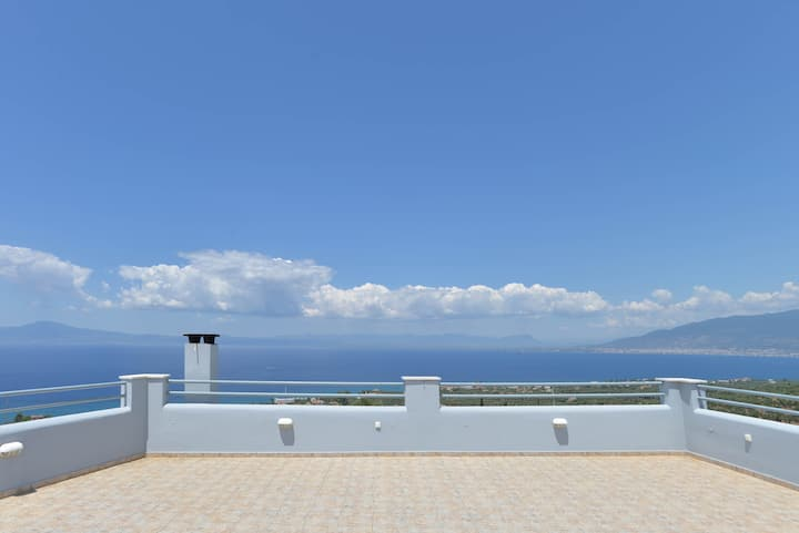 Deluxe home with 360 views / Santova Hill Luxi