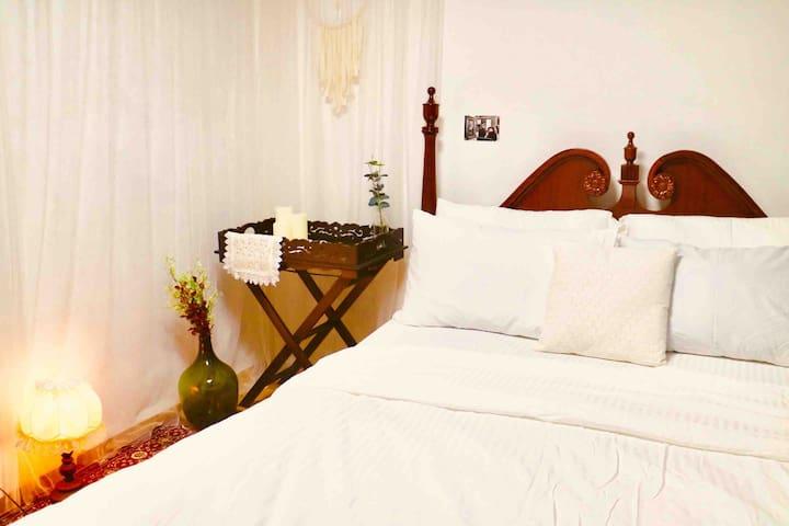 Bedroom - Queen Bed 1