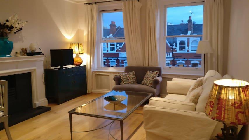 Superb huge ensuite bedroom in Kensington area