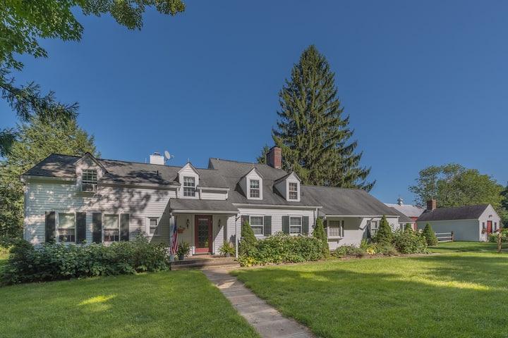 Spacious Home: 9 Acres, 15 min to Dreams Park
