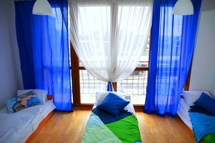 Łóżko w pokoju mix 4-os. lotnisko,atrakcyjne ceny!