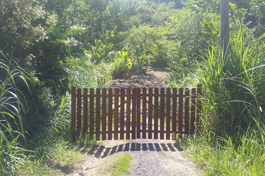 entrada da casa na BR 101 km 568 barra do corumbê