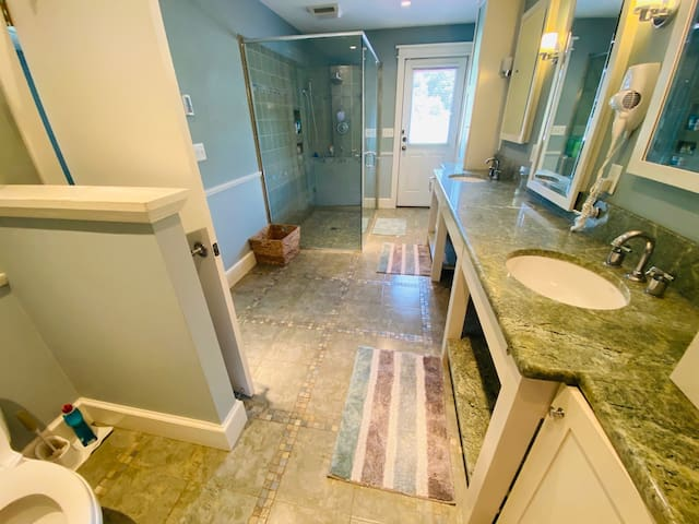 Attached Master Bathroom that also leads to the Pool Side.