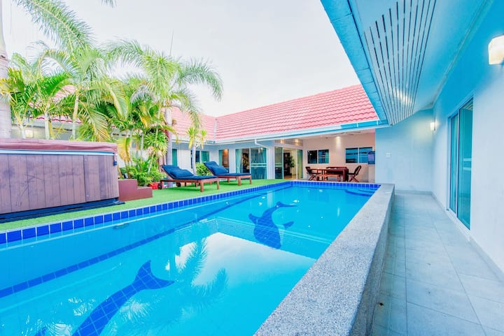 Big Tropical Pool Villa - PERFECT for families!