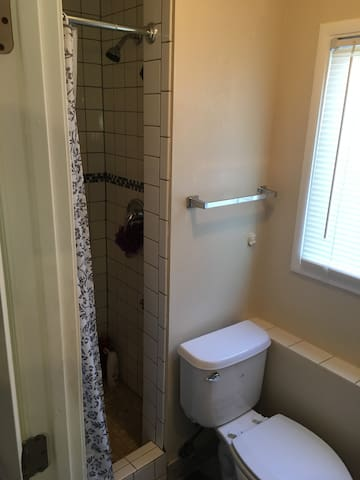 Private, Cute, Small, Comfy Bay Area Studio!