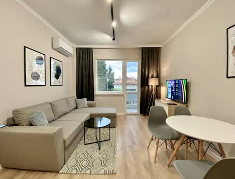 Stylish Top Centre Apartment for 4 guests