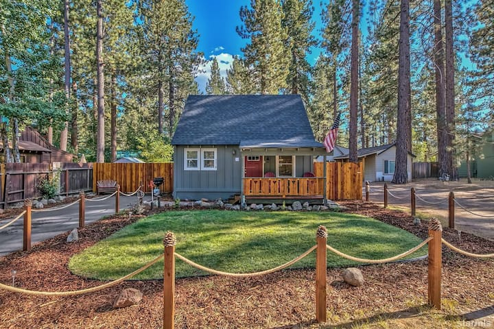 Adorable Remodeled Tahoe Cabin, Fireplace,  Lake!