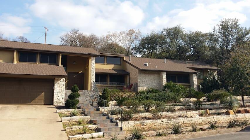 Hacienda En Barton Hills 78704