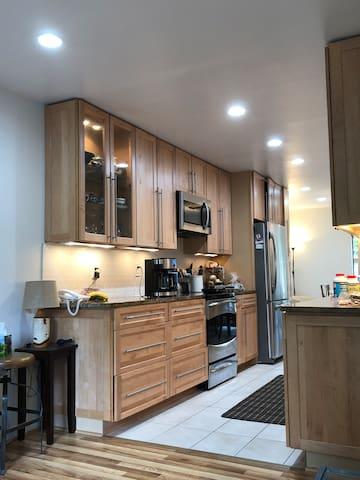 Clean, specious, convenient location