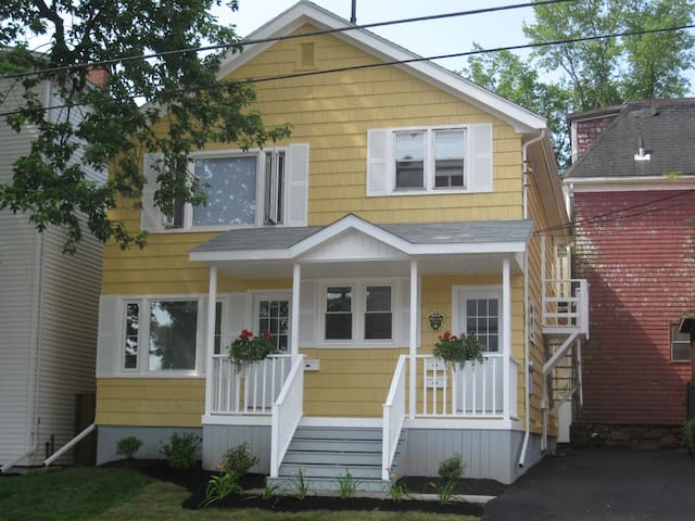 Cozy Studio Apartment Close to Downtown Ch'town - Charlottetown - Pis