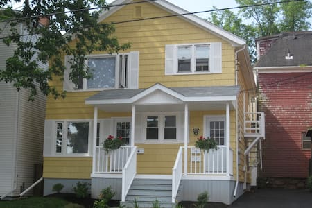 Cozy Studio Apartment Close to Downtown Ch'town - Charlottetown - Daire