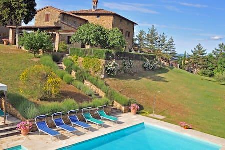 Luxurious family house with pool - Monterchi